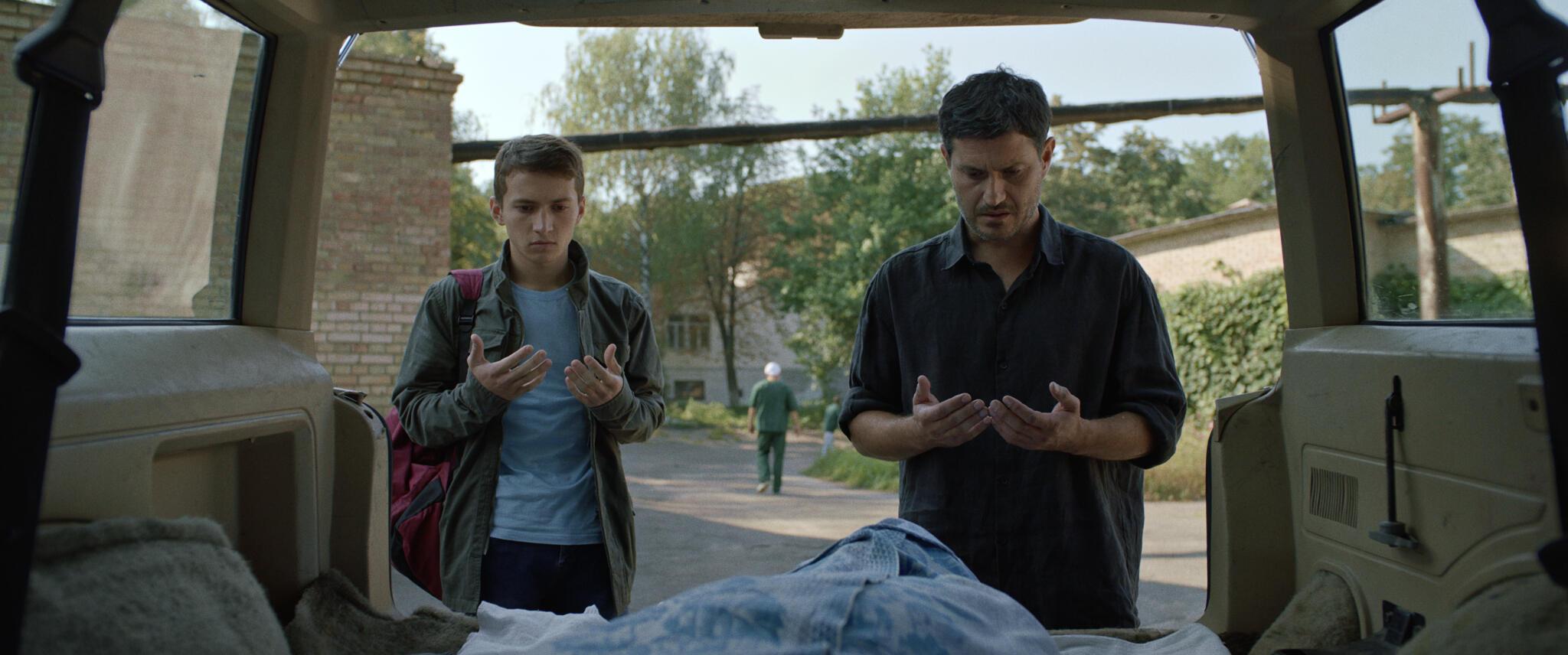 Кадр из фильма «Домой» (реж. Нариман Алиев)