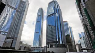 Hong Kong fait partie des villes les plus chères du monde, à cause notamment d'une densité de population extrêmement élevée.