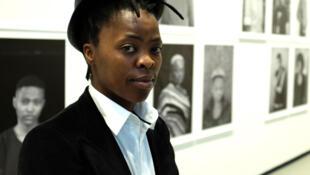 L'artiste sud-africaine Zanele Muholi expose actuellement sa série « Faces and Phases Follow Up » à « Art/Afrique, le nouvel atelier », à la Fondation Louis Vuitton.