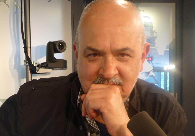 El artista mexicano José Castro Leñero en los estudios de RFI