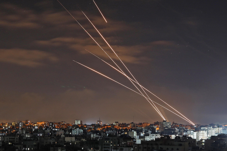 Cohetes lanzados desde la ciudad de Gaza hacia Israel, el 16 de mayo de 2021