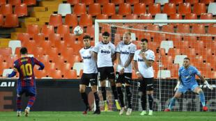 Messi yayin bugun tazara da ya bashi damar zura kwallo na biyu a wasan da suka ci Valencia ci 3-2 a gasar La Liga 2 ga watan Mayu 2021