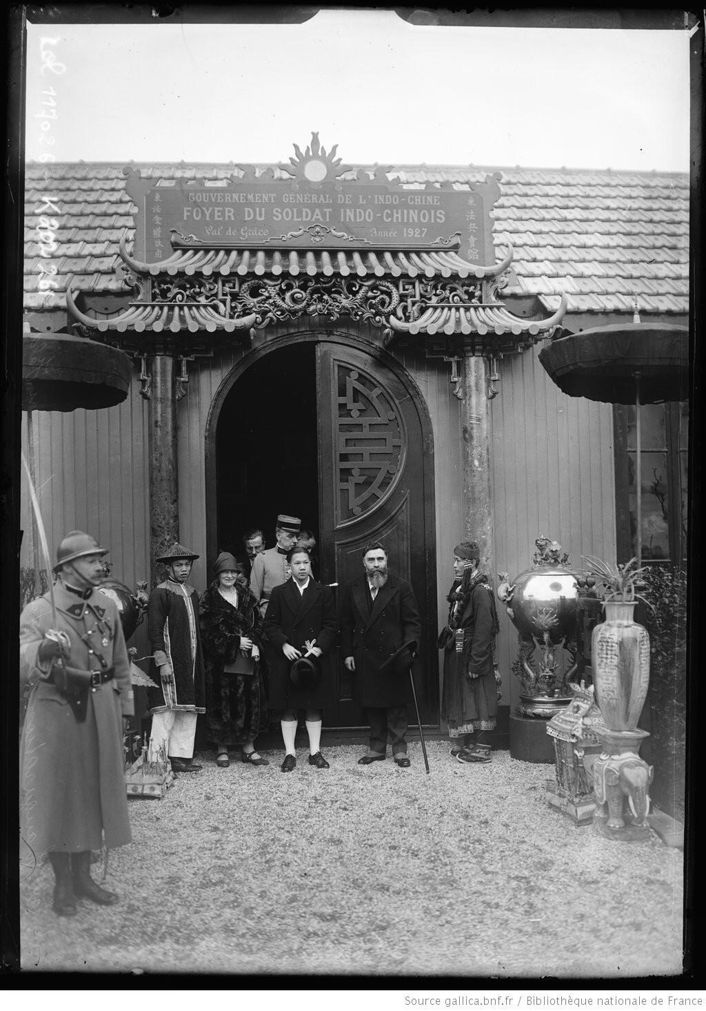 Hoàng đế Bảo Đại khánh thành khu nhà dành cho lính Đông Dương trong bệnh viện Val-de-Grâce, Paris, ngày 09/03/1927.