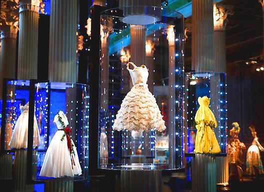 Các kiểu áo dạ hội thời trang Dior tại Pouchkine (Reuters)