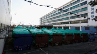Les blindés d'infanterie singapouriens saisis dans le port de Hong Kong par la douane.