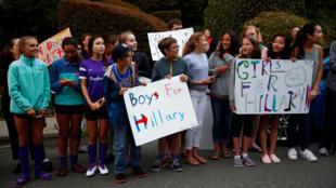 Nhiều khuôn mặt gốc Á trong số những ủng hộ viên trẻ tuổi của bà Hillary Clinton tại California, 23/08/2016.