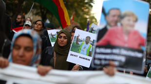 Biểu tình tại Berlin ngày 28/09/2018 phản đối chuyến thăm Đức của tổng thống Thổ Nhĩ Kỳ Recep Erdogan