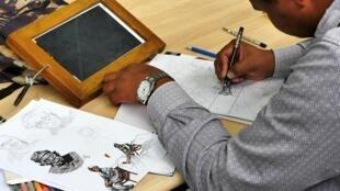 Si toutes les esquisses se font encore sur papier, le reste des étapes se fait ensuite sur ordinateur. Illustrator, Photoshop, Fire Alpaca, à chaque jeune son logiciel de prédilection.