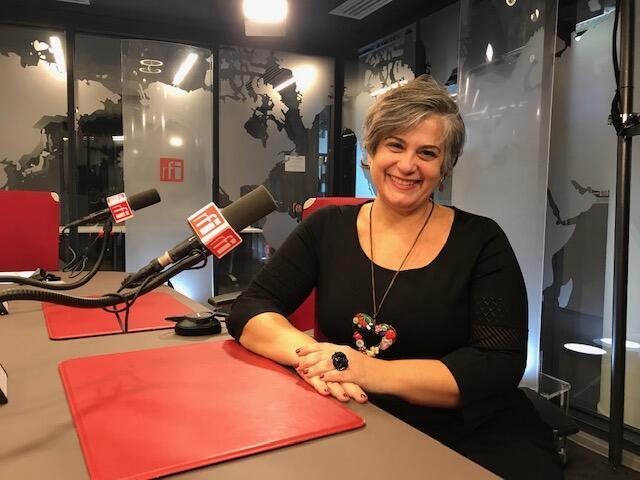 """A jornalista Ana Paula Cardoso criou o site Crônicas de Paris, com textos, vídeos e podcasts sobre """"as dores e as delícias"""" da vida parisiense."""