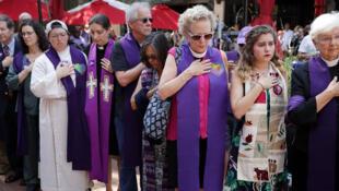 Minute de silence en hommage à Heather Hayer le 16 août à Charlottesville.