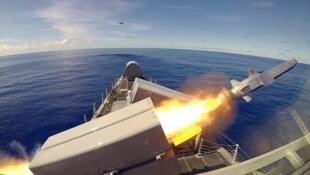 Tên lửa lướt biển NSM được phóng đi từ chiến hạm USS Gabrielle Giffords nhân cuộc tập trận Pacific Griffin trên Biển Philippine ngày 01/10/2019.