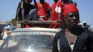 Des manifestants de Benno Siggil Senegaal, l'une des coalitions de l'opposition, à Dakar, le 19 mars 2011.