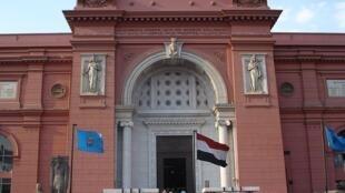 Entrada principal del Museo de El Cairo.