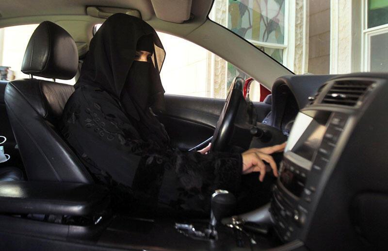 Một phụ nữ Ả Rập Xê Út lái xe. Ảnh chụp ngày 22/10/2013.