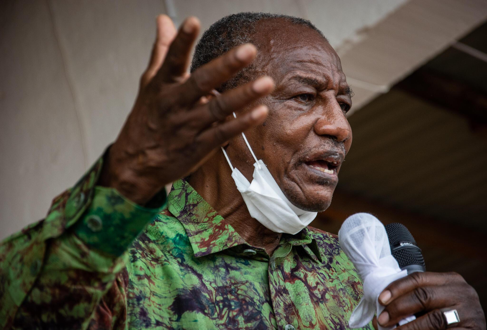 Alpha Condé akiwa katika kampeni ya uchaguzi huko Kissidougou, Forest Guinea, Oktoba 12, 2020