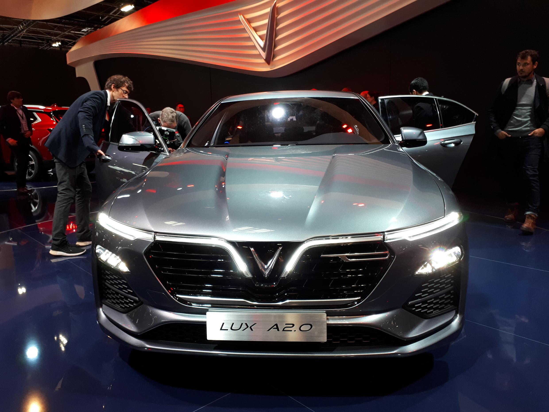 Loại Sedan Lux A2.0-VinFast triển lãm tại Paris 2018