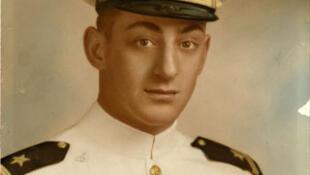 Harvey Milk, pioneiro da causa LGBT, vira nome de navio da Marinha americana.