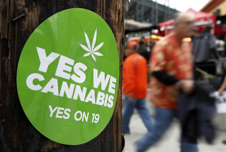 Un autocollant de soutien à la proposition 19 légalisant le cannabis dans l'Etat de Californie (USA).