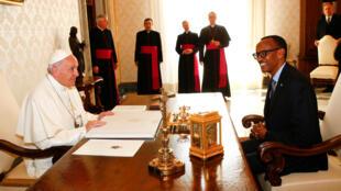Le pape François et le président rwandais Paul Kagame, au Vatican le 20 mars 2017.