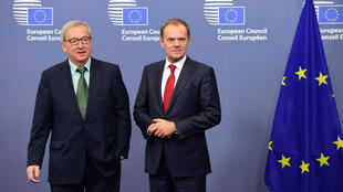 1er Novembre – Renouvellement dans l'UE. Le Luxembourgeois Jean-Claude Juncker (g) et le Polonais Donald Tusk (d) remplacent respectivement Jose Manuel Barroso et Herman Van Rompuy comme présidents de la Commission européenne et du Conseil européen.