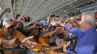O ex-presidente Lula, durante visita no dia 21 de outubro à fábrica da Fiat em Recife.
