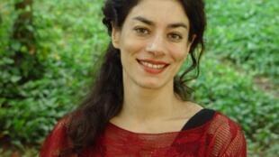 """Susana Fuentes, escritora infanto-juvenil, lançou """"Olavo, Le Chat"""" em versão francesa."""