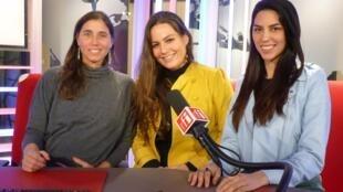Evelyn Merino-Reyna, Lassla Esquivel y Teresa Bracamonte en RFI.