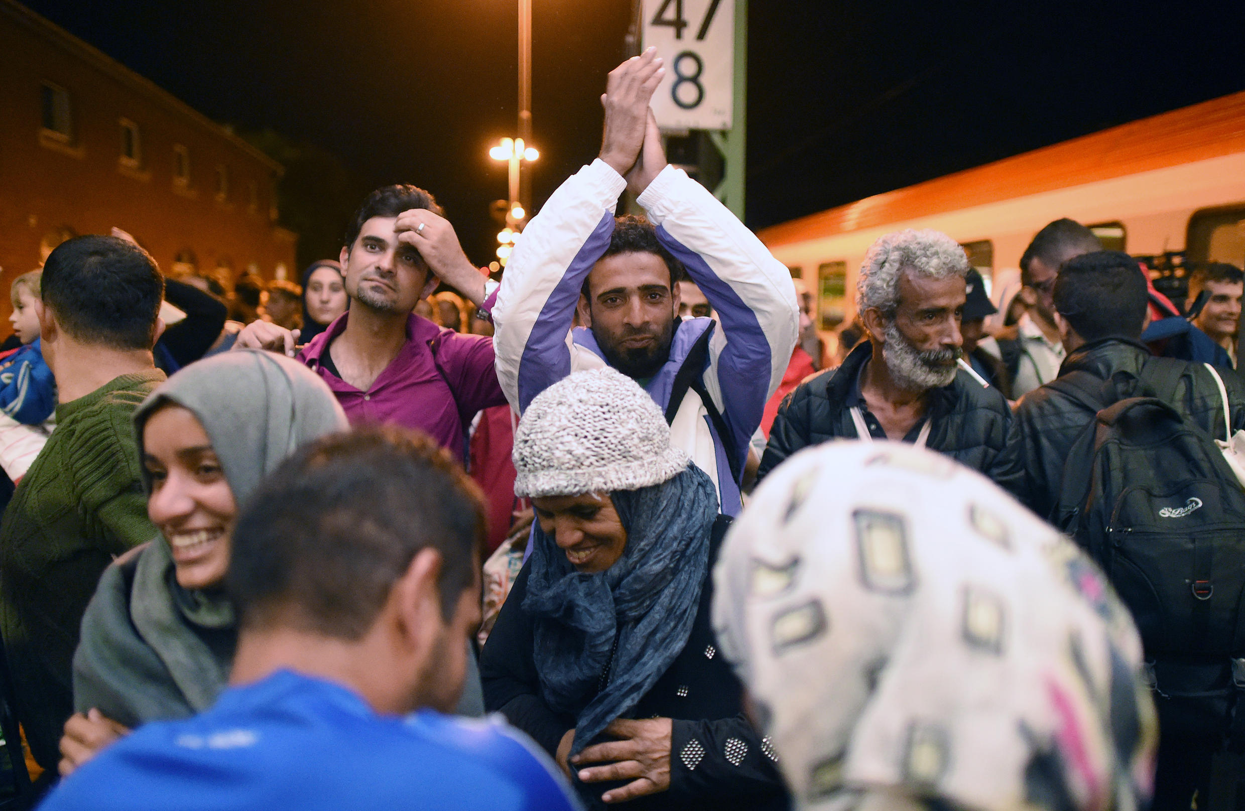 Migrants arrive in Germany from Austria on Monday