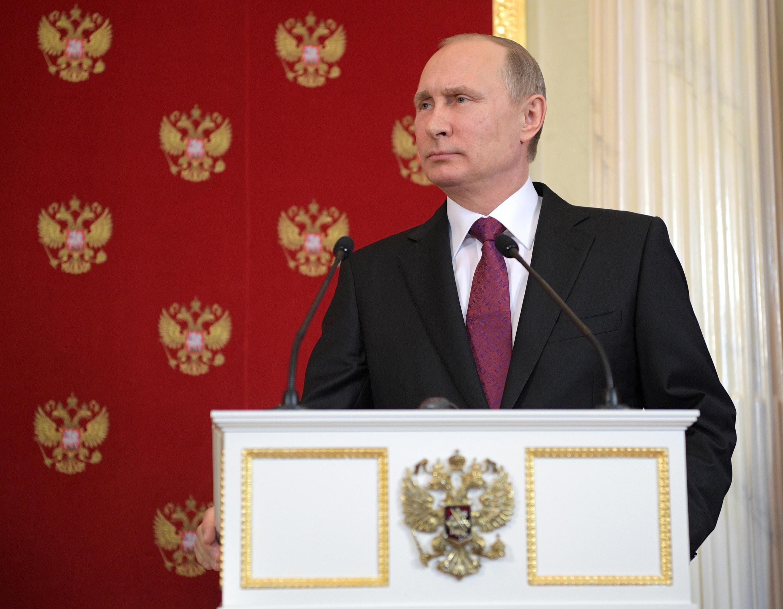 Tổng thống Nga Vladimir Putin đương đầu với phương Tây.