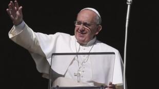 Papa Francisco quer passar por Cuba em setembro.