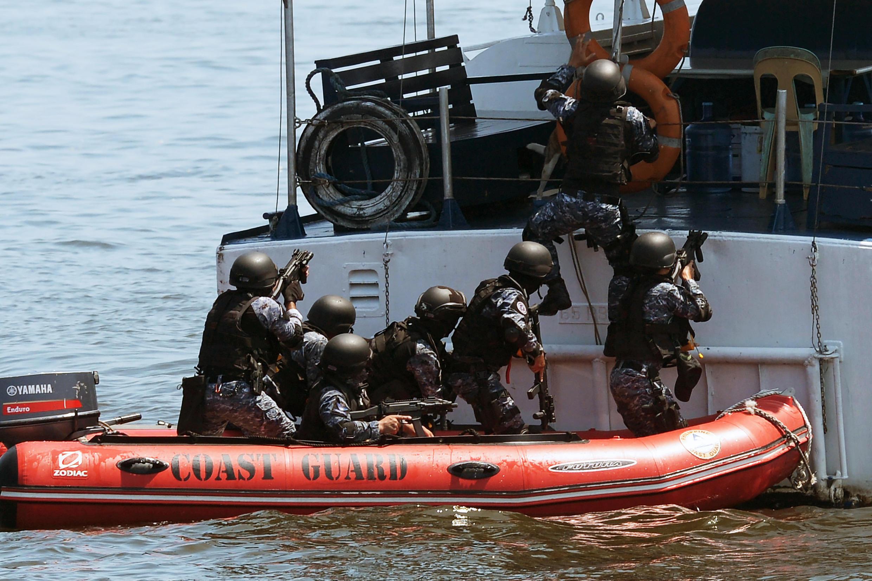 Philippines và Nhật Bản tập trận thường niên chống hải tặc tại vịnh Manila ngày 13/07/2016, một ngày sau khi Tòa án La Haye ra phán quyết về Biển Đông.