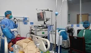 سازمان بهداشت جهانی: کمبود تجهیزات پزشکی در ایران، مهار ویروس کرونا را دشوار میکند.