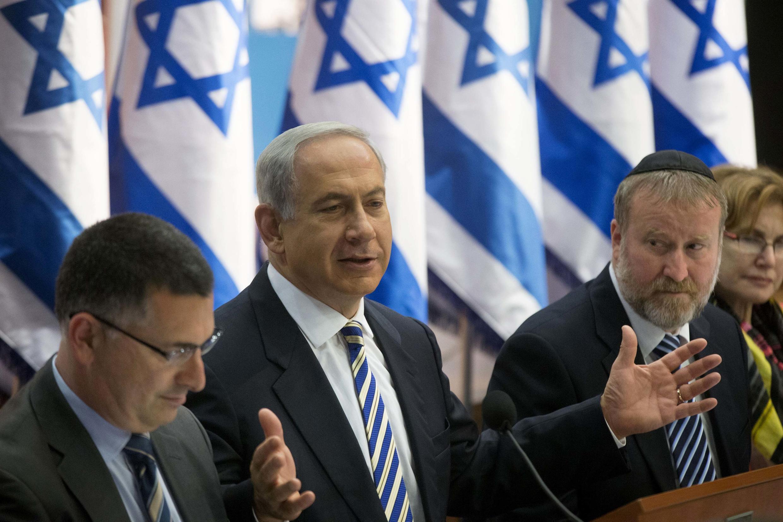 Primeiro-ministro de Israel, Benjamin Netanyahu, reunido com seus gabinete neste domingo, 21 de julho de 2013.