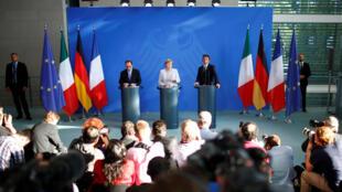 François Hollande (e), Angela Merkel e Matteo Renzi (d) fizeram uma declaração conjunta sobre o Brexit.