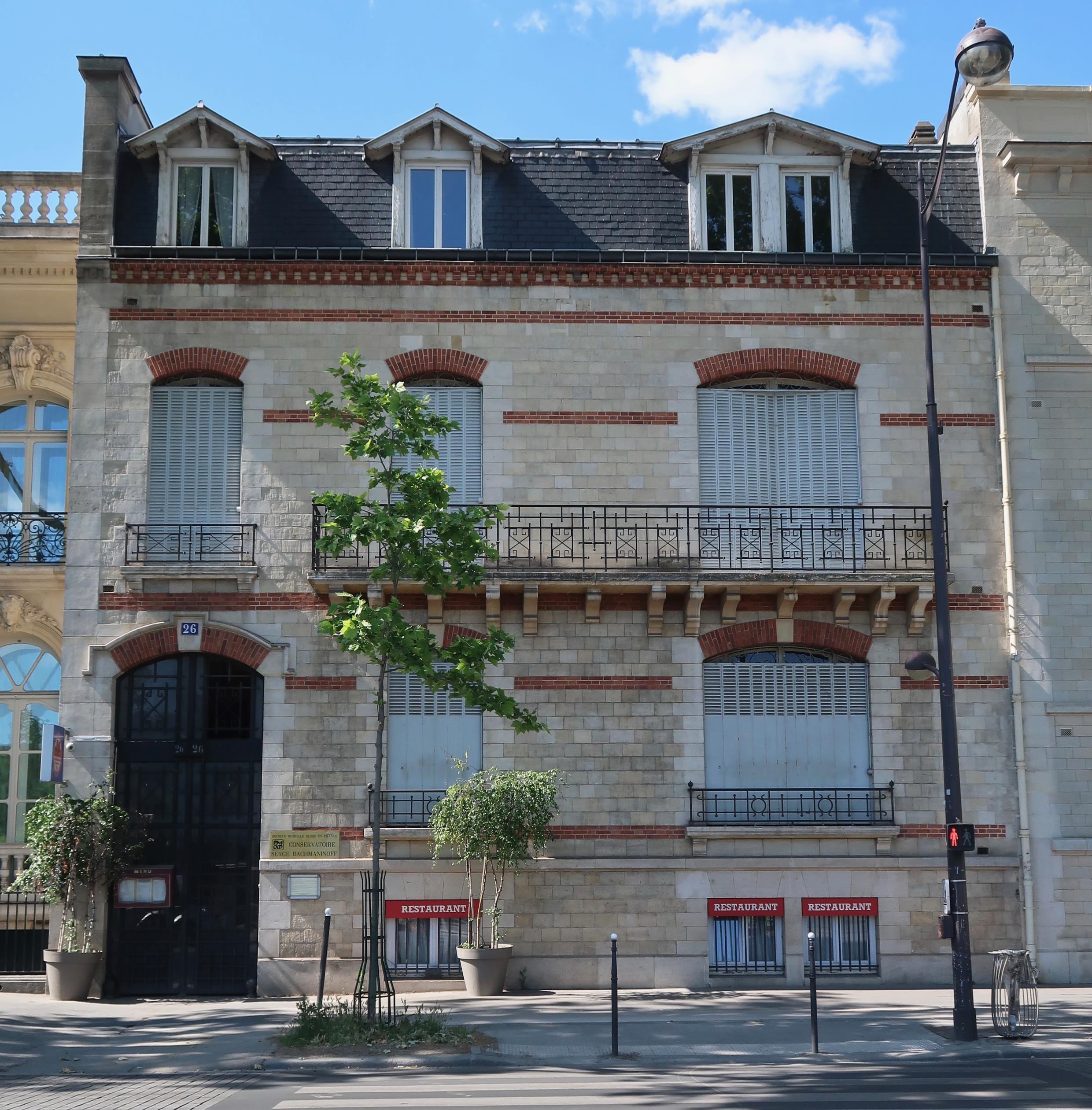 Здание, в котором с 1932 г. располагается русская консерватория имени Рахманинова в Париже