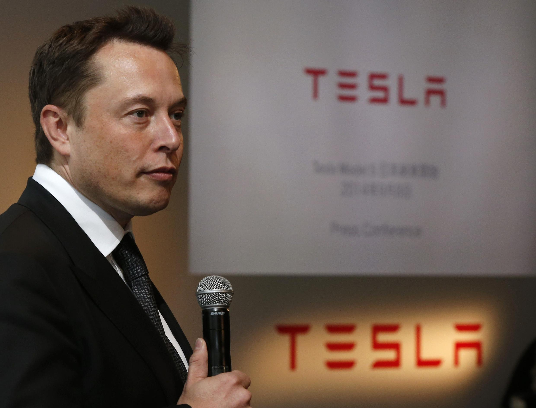 Le fondateur de Tesla, Elon Musk  ne se contente plus de construire des berlines électriques de luxe, il veut équiper Monsieur tout le monde d'une voiture rechargeable, au moins aux États-Unis.
