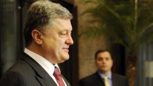 O presidente ucraniano Petro Poroshenko chega a Bruxelas para a reunião de cúpula sobre a Ucrânia que acontece neste sábado