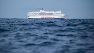 Un ferry de la compañía Corsica Linea