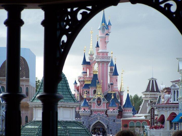 Le parc d'attractions Disneyland Paris, à Marne-la-Vallée, en banlieue parisienne. (Image d'illustration)
