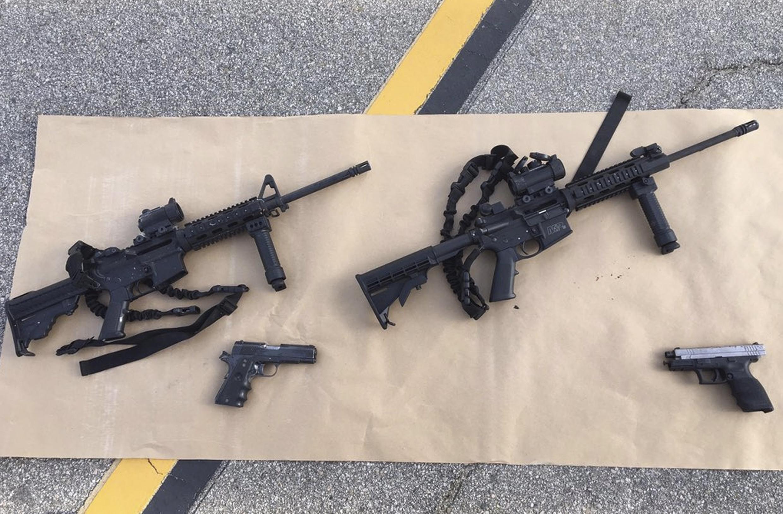 Fuzis semiautomáticos encontrados na causa de autores de tiroteio em San Bernardino, na Califórnia.