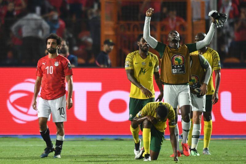 Tauraron kwallon kafar Masar Mohamed Salah, yayin jimamin nasarar da Afrika ta Kudu ta samu a kansu.