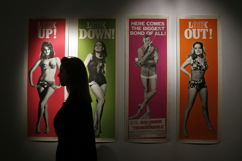 Quelques affiches promotionelles pour le film « Opération Tonnerre », sorti en 1965, en vente à Christie's.