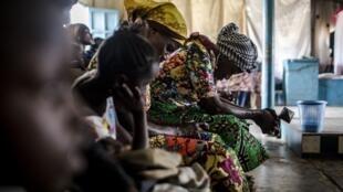 Des fidèles protestants prient lors d'un culte à Loma, près de Mbanza-Ngungu, en RDC (image d'illustration).