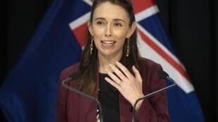 La Première ministre néo-zélandaise Jacinda Ardern lors d'une conférence de presse sur la crise du coronavirus à Wellington, le 27 avril 2020.