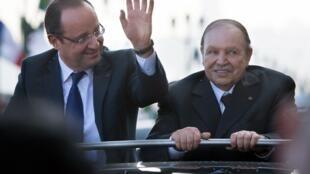 Shugaba Hollande tare da takwaransa Abdelaziz Bouteflika  a ziyarar da ya kai kasar Algeria