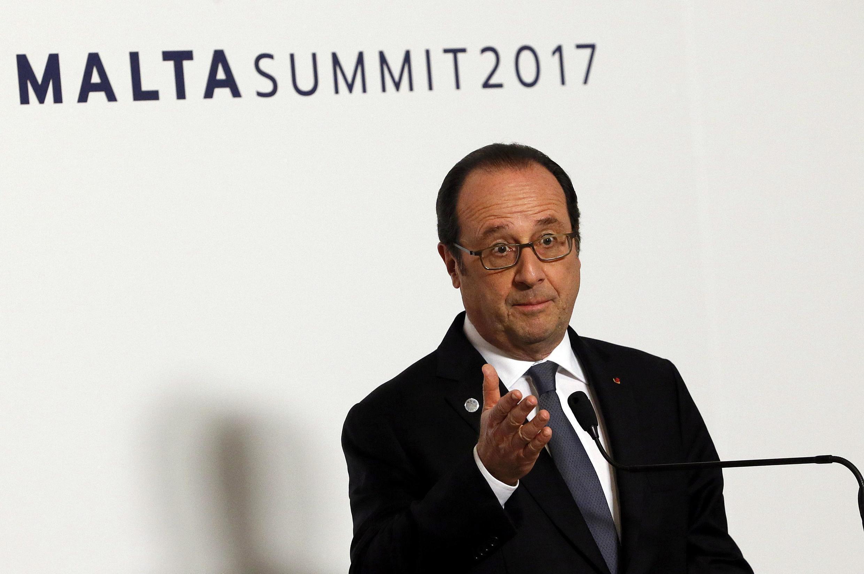 O presidente francês François Hollande discursa durante o encontro da União Europeia, em Malta.