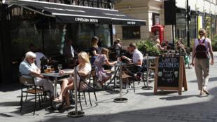 Governo britânico vai bancar parte da conta de quem sair para comer fora de segunda a quarta-feira.