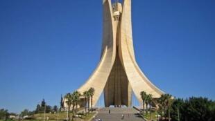 Alger, le mémorial du Martyr, en hommage aux morts de la guerre d'indépendance.