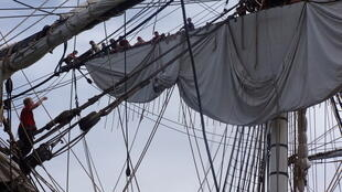 The Hermione's sails are unfurled during the week before setting off for the US