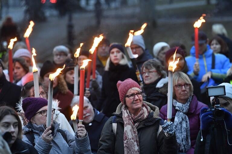 A Stockholm, des citoyens participent à un défilé pour protester contre les violences sexuelles, le 14 janvier 2018.